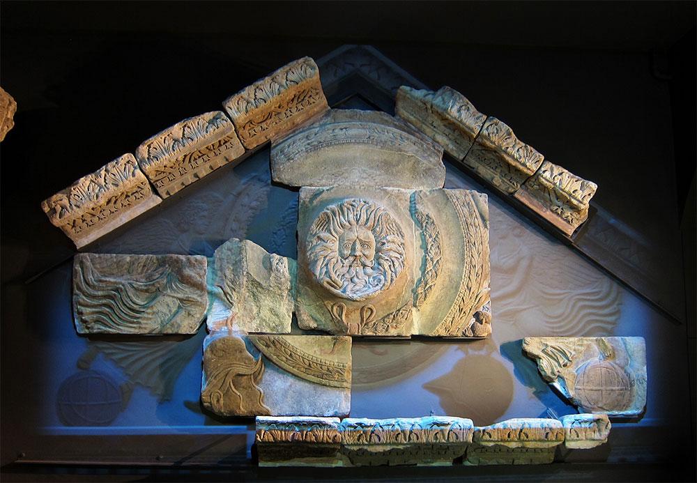 Main pediment at Bath Roman Baths Museum. Image courtesy of Wikimedia.