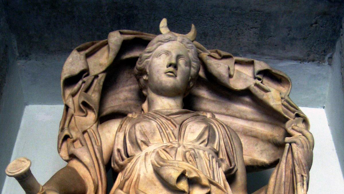 Selene/Luna statue at the Musei Capitolini - image courtesy of Wikimedia.